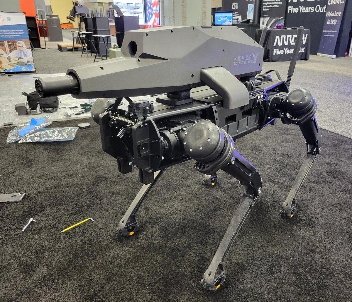Ghost Robotics dévoile un robot-chien armé jusqu'aux dents