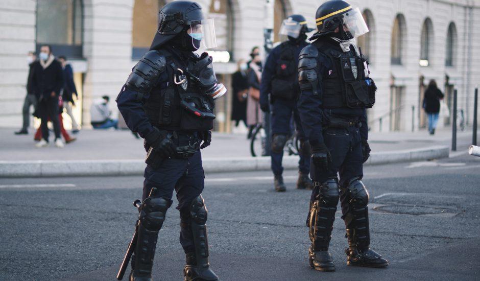 Aperçu de policiers français.