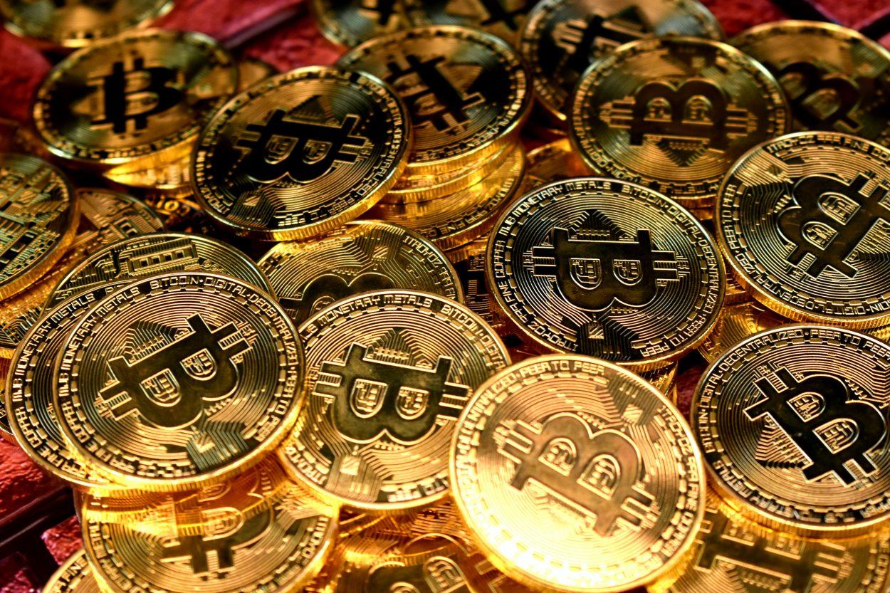 Des pièces de Bitcoin.
