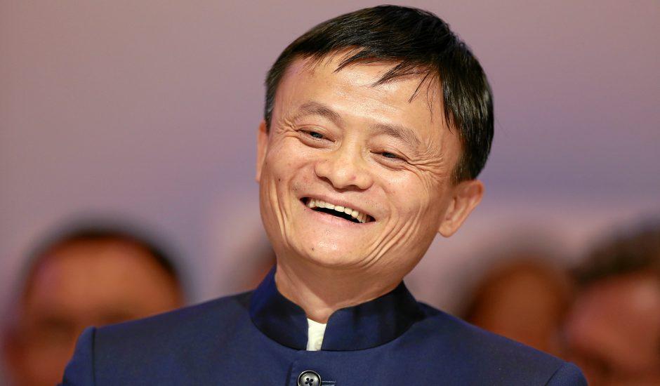 Jack Ma en train de sourire en 2015.