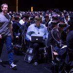 Mark Zuckerberg arrivant sur scène lors du Mobile World Congress 2016
