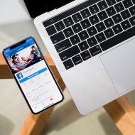 Un portable affichant la page facebook de Facebook